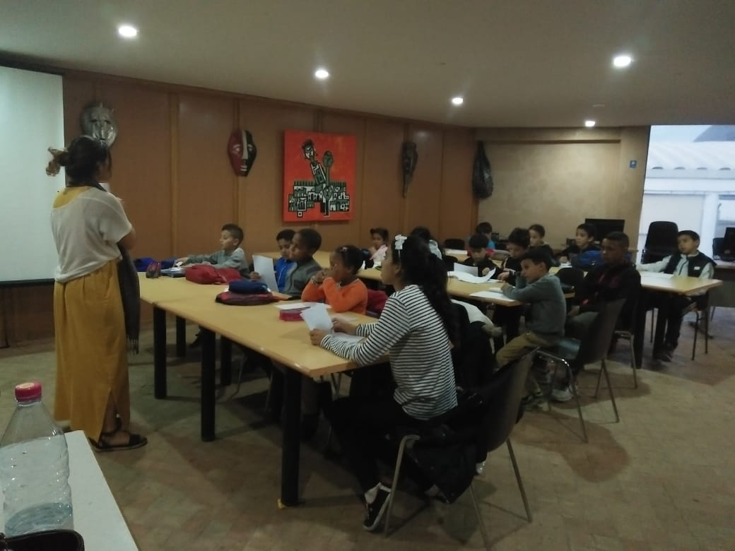 English courses for kids animated by an American volunteer