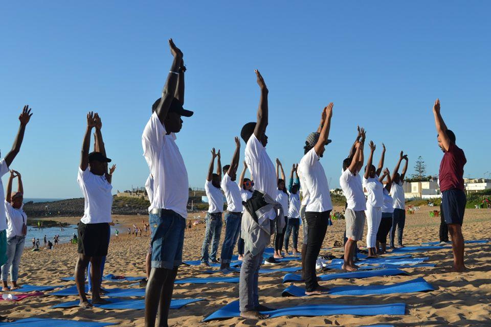 Le cours de yoga recommence – à la Fondation Orient-Occident de Rabat.